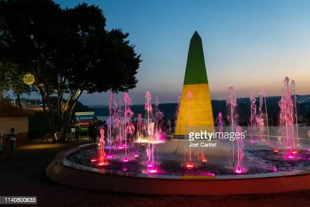 obelisk at marco das tres fronteiras in foz do iguazu, brazil - obstruir - fotografias e filmes do acervo