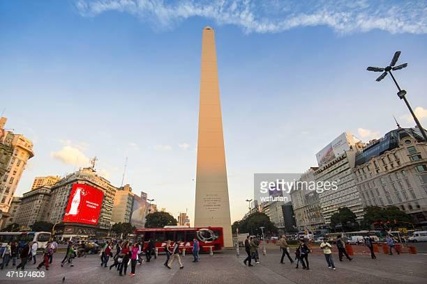 obelisco de buenos aires - obelisco de buenos aires fotografías e imágenes de stock