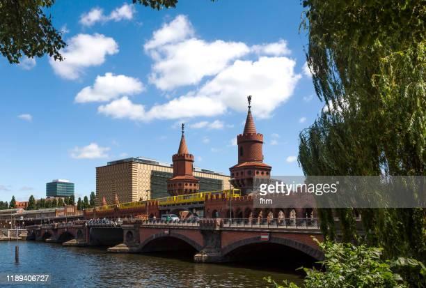 oberbaumbrücke (berlin/ germany) - フリードリッヒハイン ストックフォトと画像