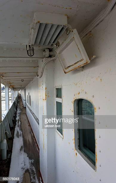 Oberdeck auf dem MS Georg Buechner im Stadthafen Rostock Das ehemalige Fracht und Ausbildungsschiff des VEB Deutsche Seereederei diente bis Dezember...