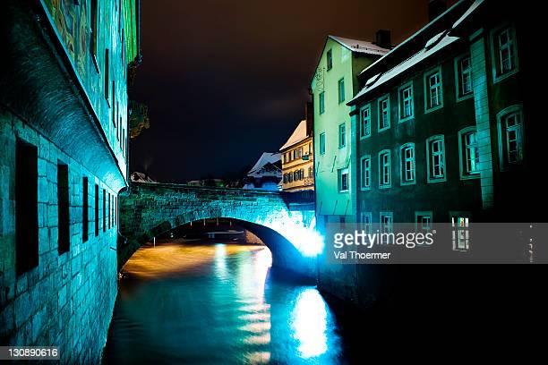 obere bruecke bridge at night, bamberg, upper franconia, bavaria, germany, europe - val thoermer stock-fotos und bilder