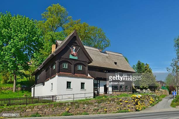 Oberlausitz, Neusalza-Spremberg. Das 1660 erbaute Reiterhaus ist das aelteste Umgebindehaus der Oberlausitz. Das heutige Heimatmuseum dokumentiert...