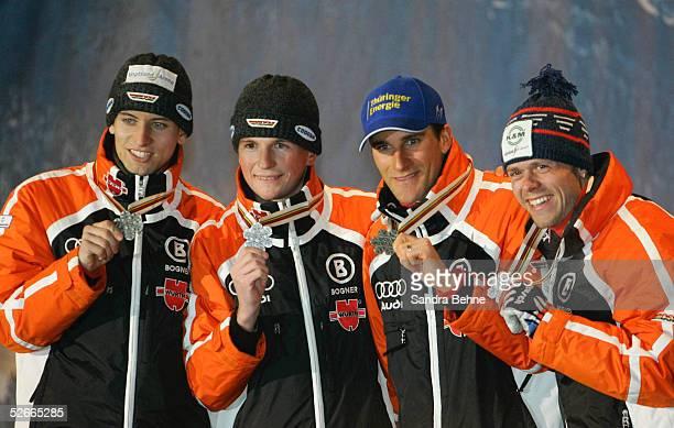 WM 2005 Oberstdorf 230205 Nordische Kombination/Siegerehrung Goldmedaille fuer Bjoern KIRCHEISEN Georg HETTICH Ronny ACKERMANN Sebastian HASENEY/GER