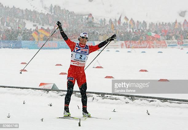WM 2005 Oberstorf 210205 Skilanglauf/Frauen/Staffel Goldmedaille im Zieleinlaufuer Team NOR Jubel Marit BJOERGEN im