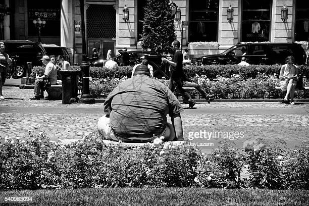 Fettleibige Menschen sich auf 59 th Street Piazza, Manhattan, NYC