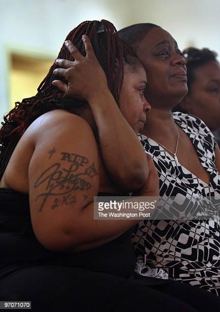 "ObesityDayTwoJackie DATE: April 26, 2008 CREDIT: Carol Guzy/The Washington Post Washington DC Justina ""Tina"" Flannigan is comforted by Pam..."