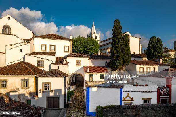 obidos, castle, houses and street. - estremadura stock-fotos und bilder