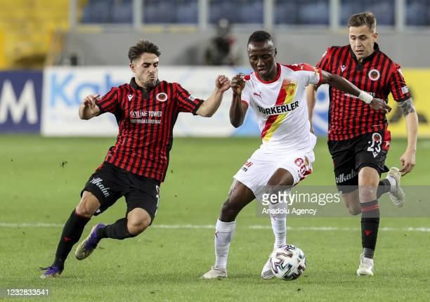Obinna Nwobodo of Goztepe in action against Rahmetullah Berisbek of Genclerbirligi during the Turkish Super Lig week 41 soccer match between...