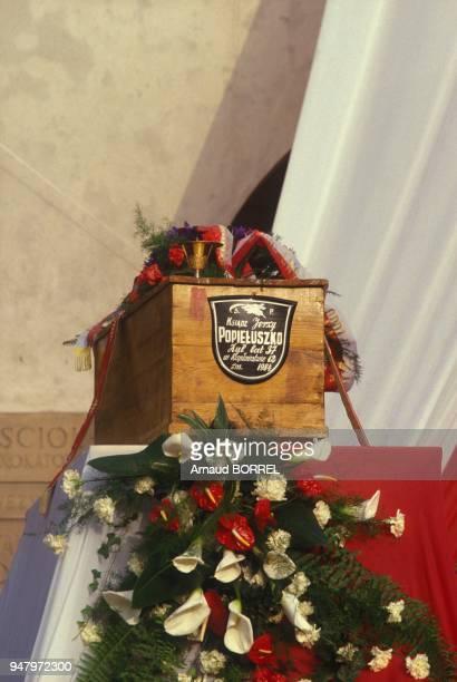 Obseques de Jerzy Popieluszko pretre catholique polonais assassine a l'age de 37 ans le 19 octobre 1984 le 3 novembre 1984 a Varsovie Pologne