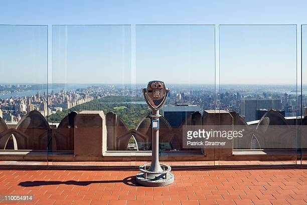 observation deck looking out over manhattan - observation point stock pictures, royalty-free photos & images
