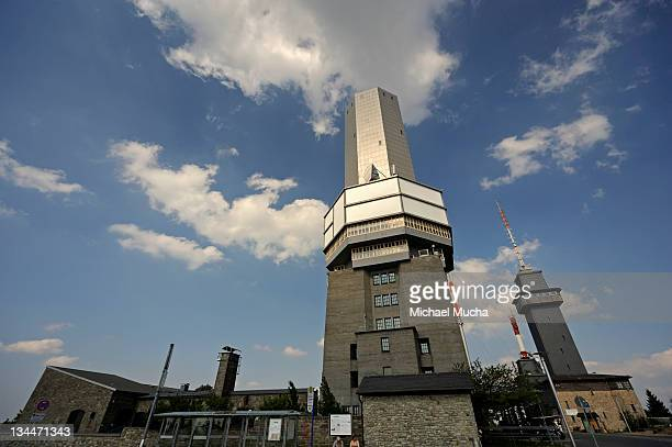 observation tower and transmitters, grosser feldberg mountain, schmitten, hesse, germany, europe - michael mucha stock-fotos und bilder