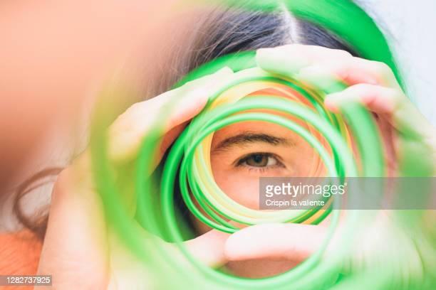 observe - occhi nocciola foto e immagini stock