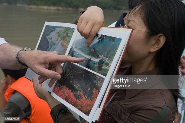 observing photographes, daning river lesser gorges, near wushan. - visual china group stock pictures, royalty-free photos & images