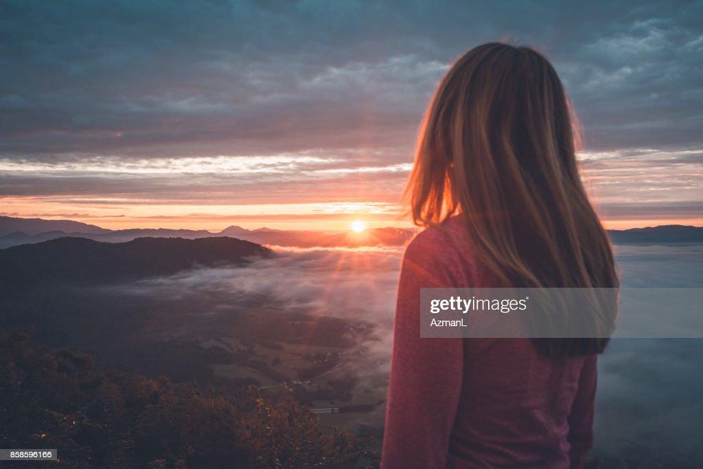 Sonnenaufgang zu beobachten : Stock-Foto