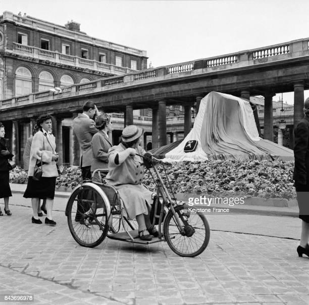 Obsèques de la romancière Colette dans la cour d'honneur du palais royal à Paris France le 7 août 1954