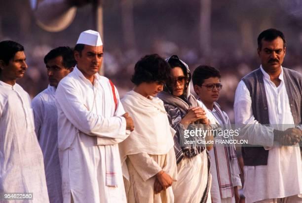 Obsèques de l'ancien Premier ministre Indira Gandhi en présence de son fils Rajiv et son épouse Sonia le 3 novembre 1984 à New Delhi Inde