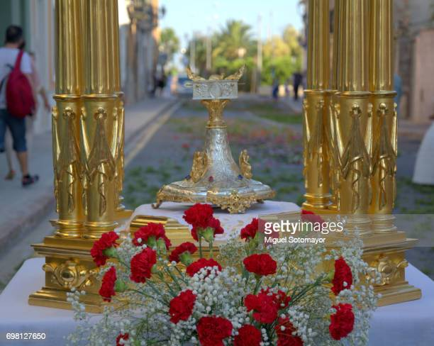 occasions. flower decoration for corpus chisti procession - corpus christi - fotografias e filmes do acervo