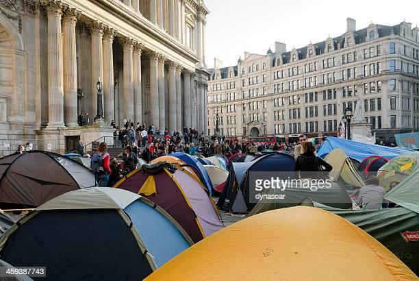 宿泊ロンドンの抗議テント、セントポール大聖堂 - 占拠デモ ストックフォトと画像
