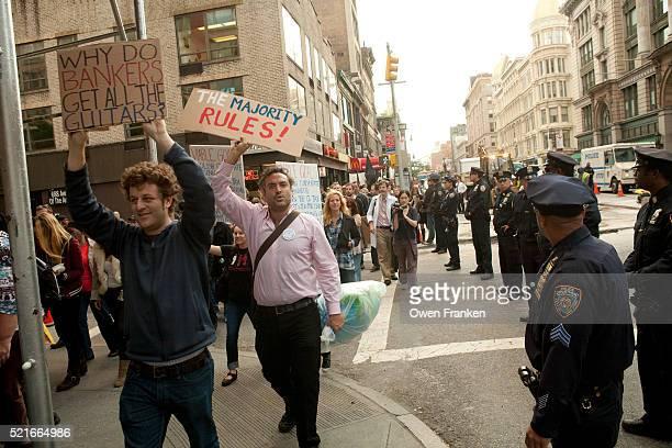 occupy wall street march on sixth avenue, nyc - 占拠デモ ストックフォトと画像