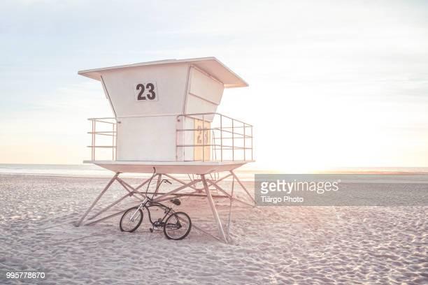 ocean 23 - strandwächterhaus stock-fotos und bilder