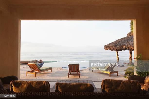 ocean and elegant home patio - メキシコ北部 ストックフォトと画像