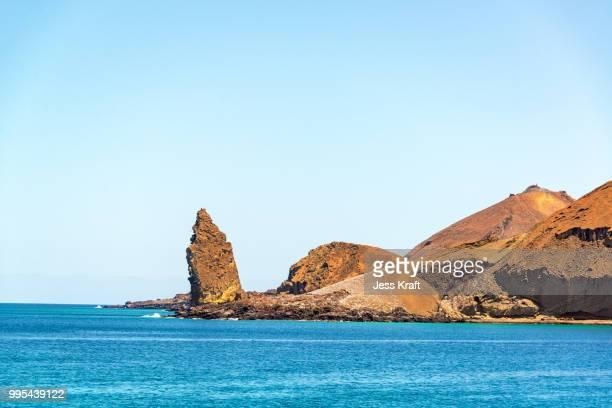 ocean and pinnacle rock - pinnacle rock formation stock-fotos und bilder