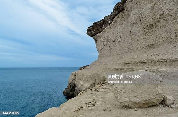 ocean cliff - radicella stockfoto's en -beelden