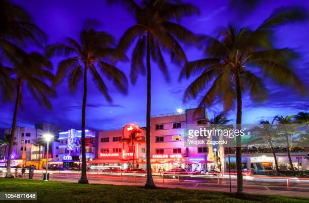 ocean drive at dusk - south beach stock pictures, royalty-free photos & images