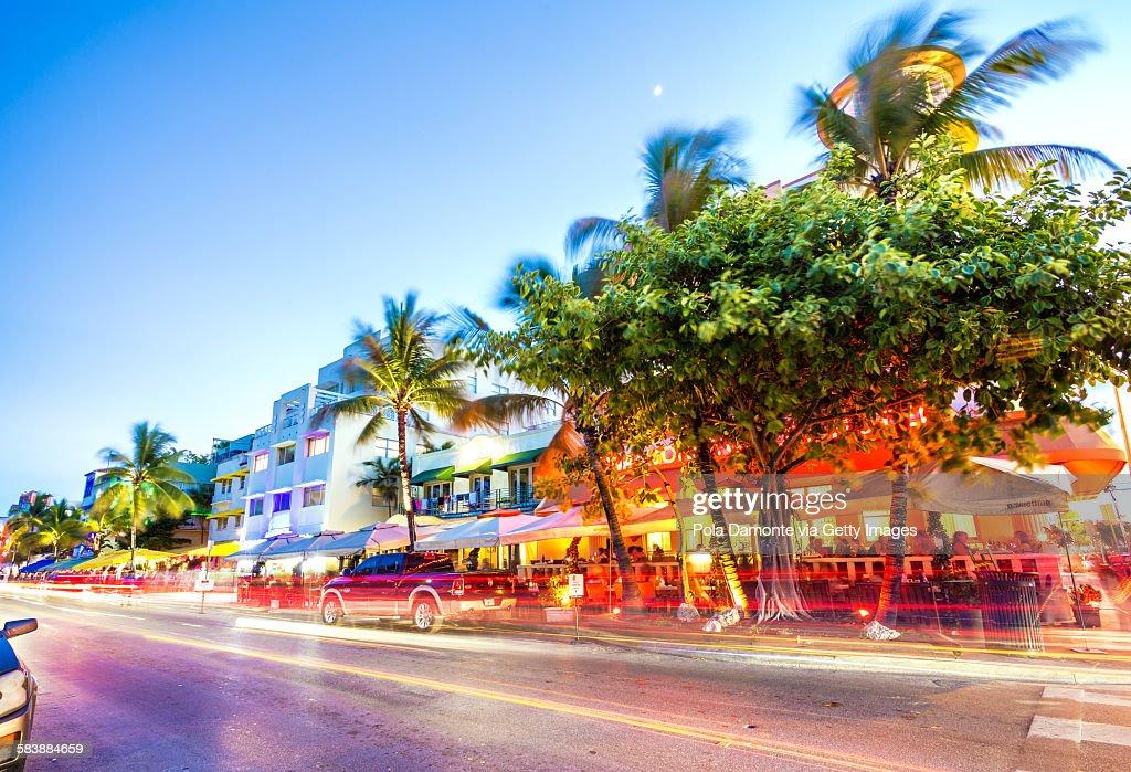 Ocean Drive night scene at South Beach, Miami, USA : Foto de stock