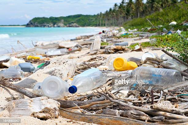 ocean dumping - total pollution on a tropical beach - plastic stockfoto's en -beelden