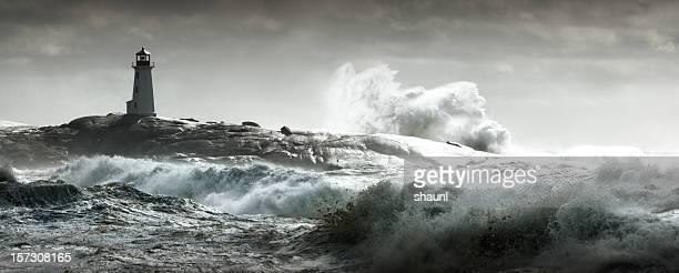 ocean fury - leuchtturm sturm stock-fotos und bilder