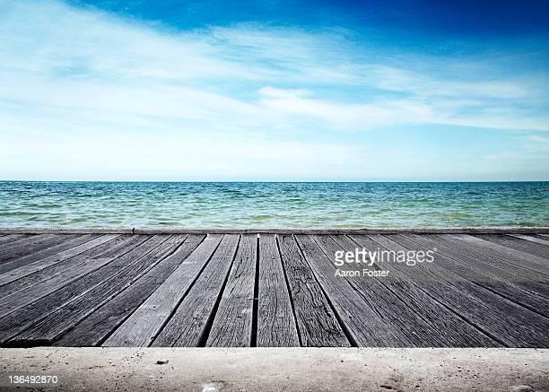 ocean pier - molo foto e immagini stock