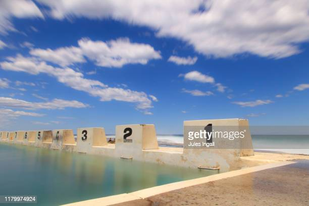 ocean pools at the beach in australia - 豪州 ニューカッスル ストックフォトと画像