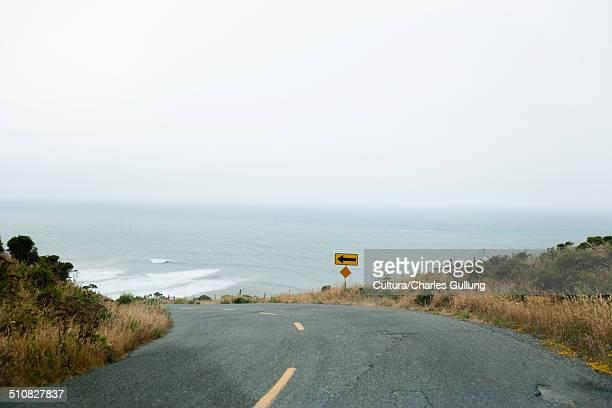 ocean road - curved arrows - fotografias e filmes do acervo