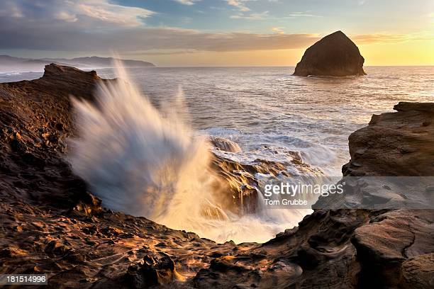 ocean surge - tom grubbe stock pictures, royalty-free photos & images