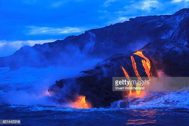 ocean view of lava - ハワイ火山国立公園 ストックフォトと画像
