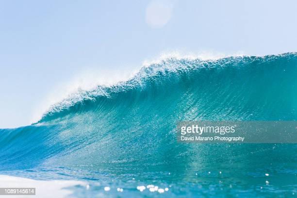 ocean wave abstract - ニューポートビーチ ストックフォトと画像