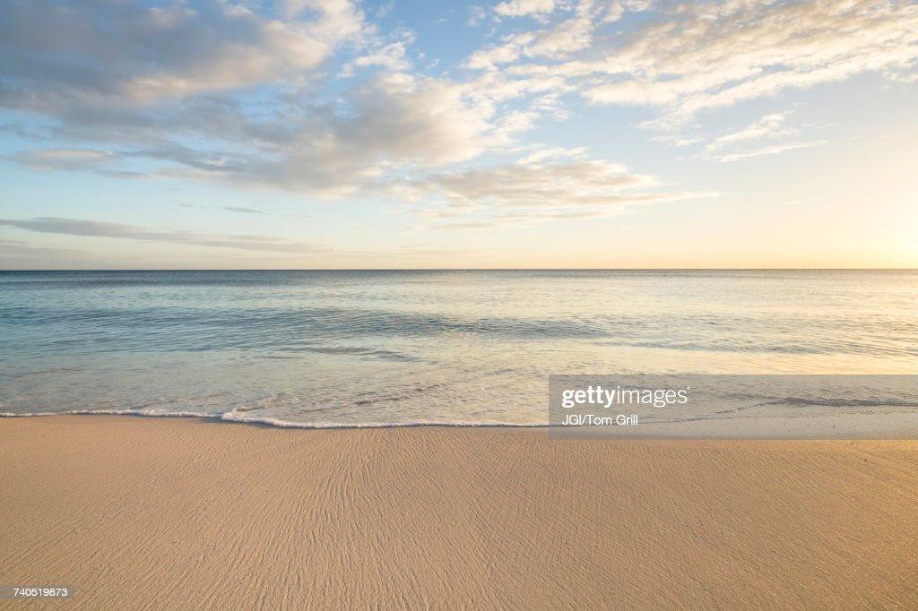 Ocean wave on beach : Foto de stock