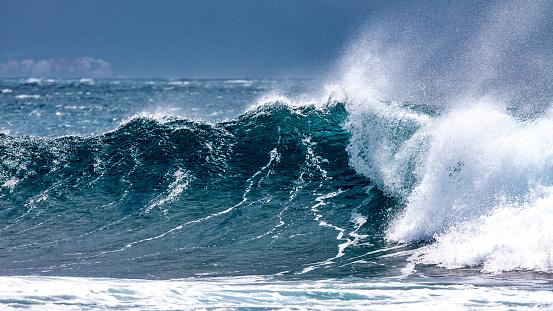 Ocean Waves in the Pacific Ocean - gettyimageskorea
