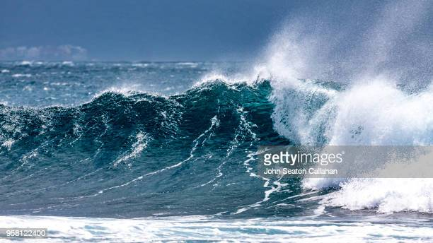 ocean waves in the pacific ocean - tide stock pictures, royalty-free photos & images