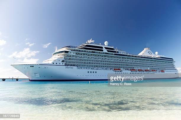 oceania marina cruise ship terminal, insel grand turk – karibik - kreuzfahrtschiff stock-fotos und bilder