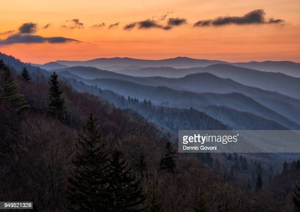 oconaluftee valley overlook - parque nacional das great smoky mountains - fotografias e filmes do acervo
