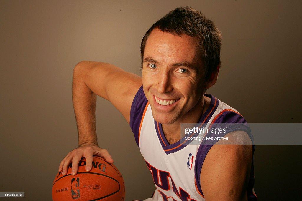 Phoenix Suns' Steve Nash : News Photo
