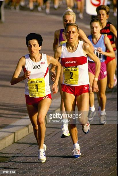 Rosa Mota of Portugal leads from Grete Waitz of Norway during the Diet Coke Greater London Run. Mota finished in first place. \ Mandatory Credit:...