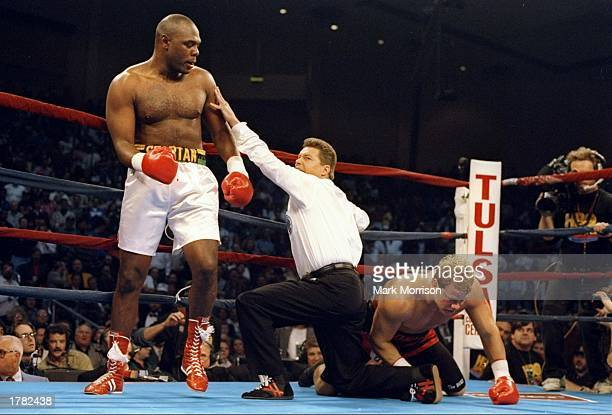 General view of a bout between Tommy Morrison and Michael Bentt
