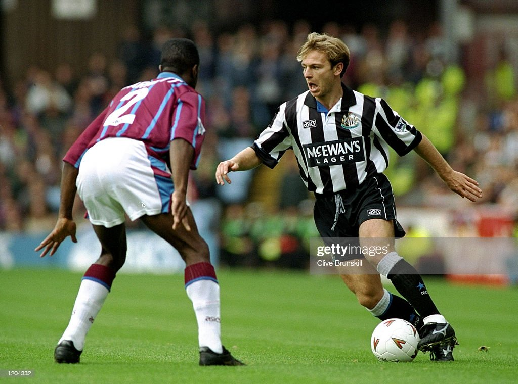 John Beresford of Newcastle United and Earl Barrett of Aston Villa : News Photo