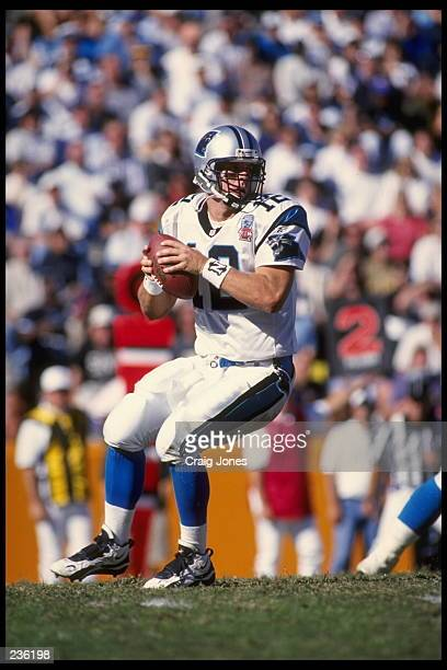 CAROLINA QUARTERBACK KERRY COLLINS SETS TO THROW FROM THE POCKET DURING THE PANTHERS 20-3 VICTORY OVER THE NEW ORLEANS SAINTS AT MEMORIAL STADIUM IN...