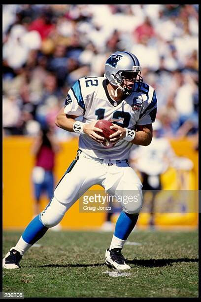 CAROLINA QUARTERBACK KERRY COLLINS STANDS IN THE POCKET DURING THE PANTHERS 20-3 VICTORY OVER THE NEW ORLEANS SAINTS AT MEMORIAL STADIUM IN CLEMSON,...