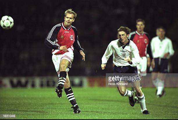 Henning Berg of Norway is chased by Steve McManaman of England during a Friendly match in Norway The match ended in a 00 draw Mandatory Credit Ross...