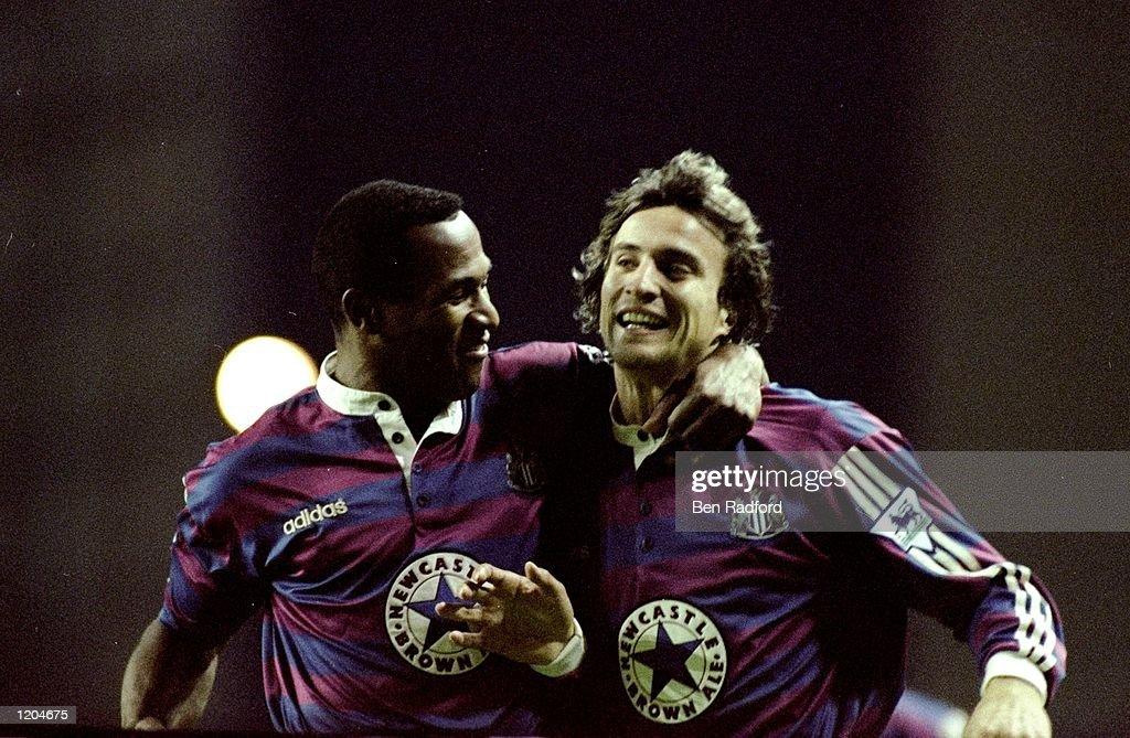 Les Ferdinand and David Ginola of Newcastle United : News Photo